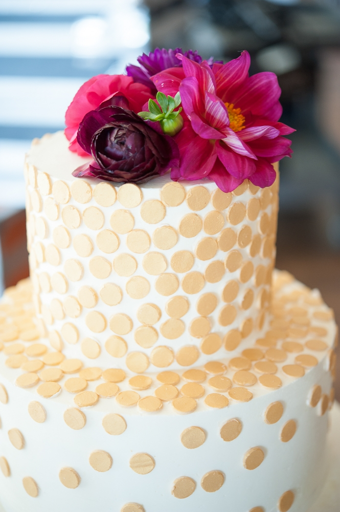 Cake by WildFlour Pastry. Florals by Charleston Stems. Photograph by Captured by Kate.