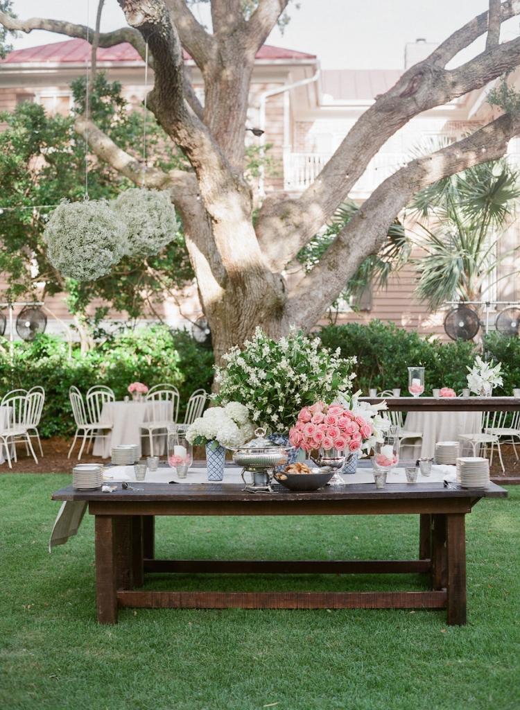 Wedding design by Tara Guerard Soiree. Rentals by Snyder. Florals by Tara Guerard Soiree. Photograph by Corbin Gurkin.