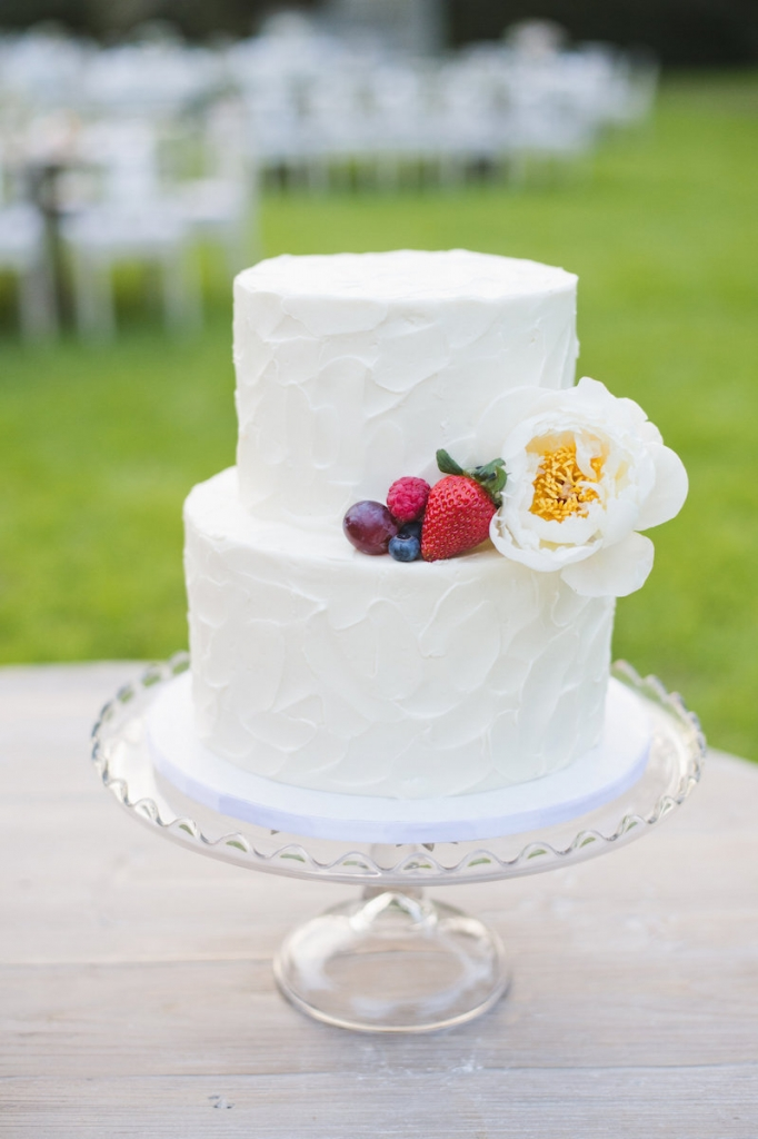 Cake by ABCD: Ashley Brown Cake Design. Image by Clay Austin Photography at Magnolia Plantation & Gardens.