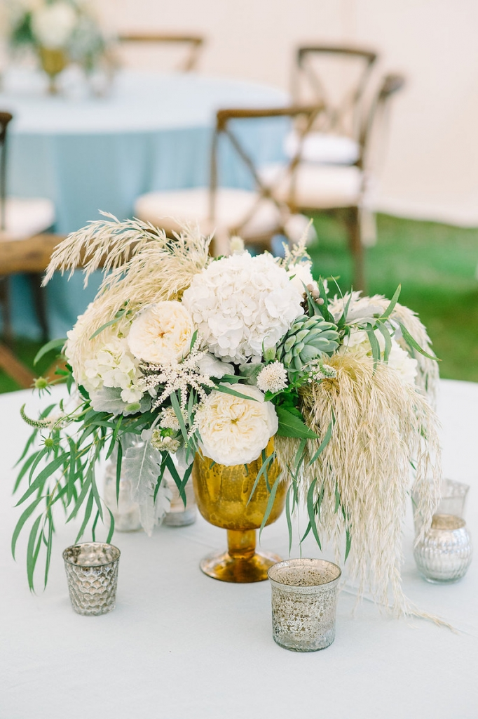 Wedding design by Sweetgrass Social. Florals by Branch Design Studio. Rentals from EventWorks. Linens from La Tavola. Image by Aaron and Jillian Photography.