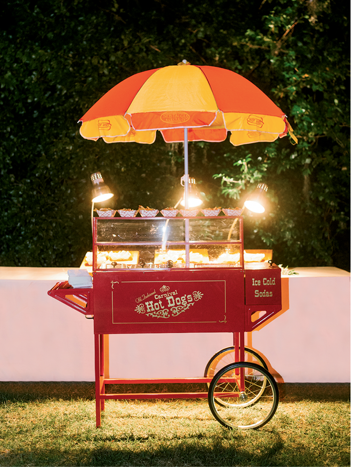A vintage hotdog stand offered up Chicago-style dogs as late-night snacks in homage to the couple's home city.  <i>Image Aaron & Jillian Photography</i>