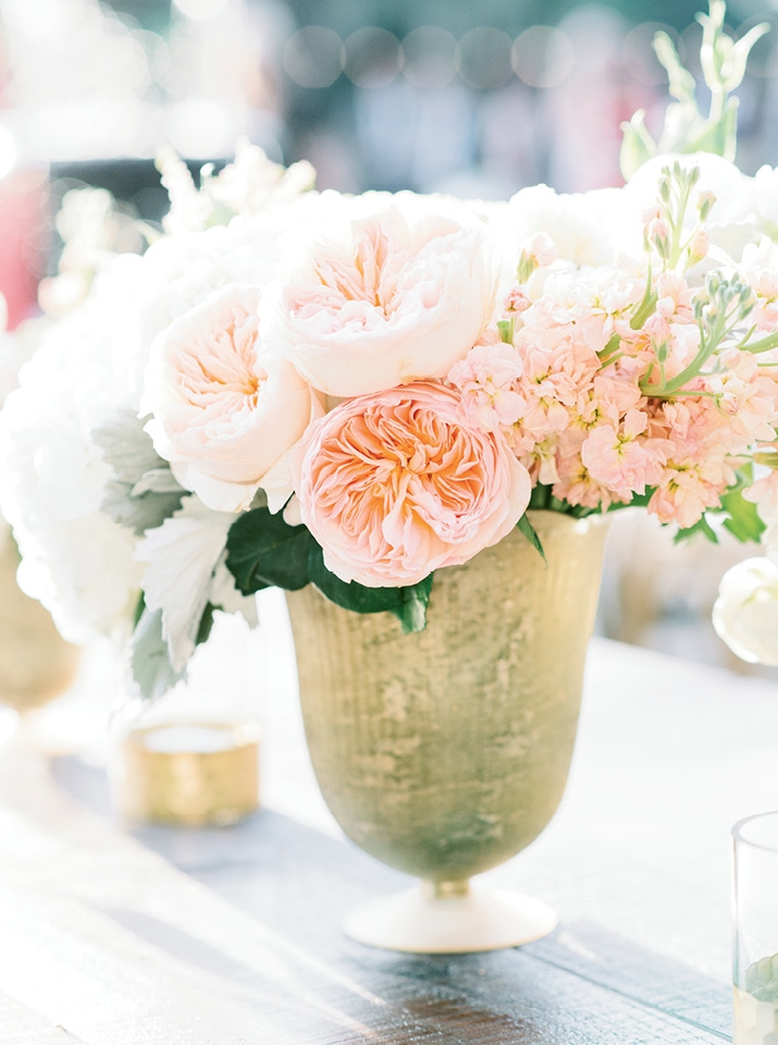 The name of the floral game for the day? Pale blooms that looked as if they were plucked from the estate itself.  <i>Image Aaron & Jillian Photography</i>