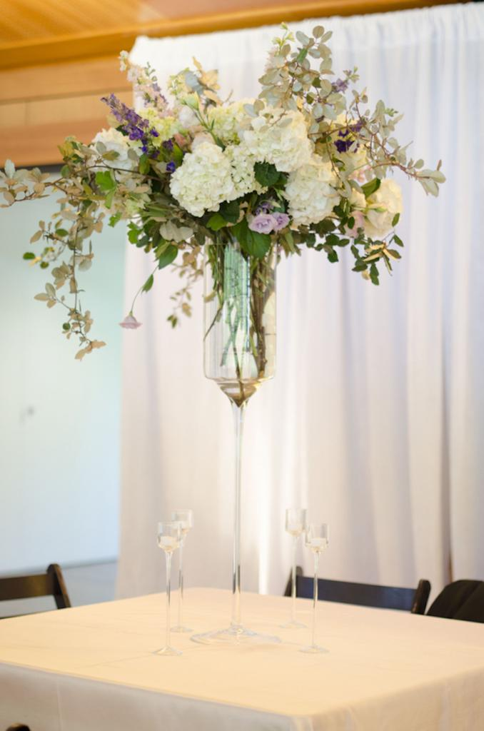 Florals by Sara York Grimshaw Designs. Rentals by Snyder Events. Image by Ava Moore Photography.