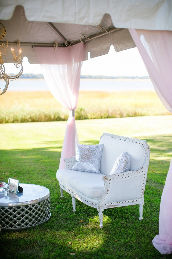 Wedding design by Pure Luxe Bride. Lounge furniture by Nuage Designs. Photograph by Dana Cubbage Weddings.