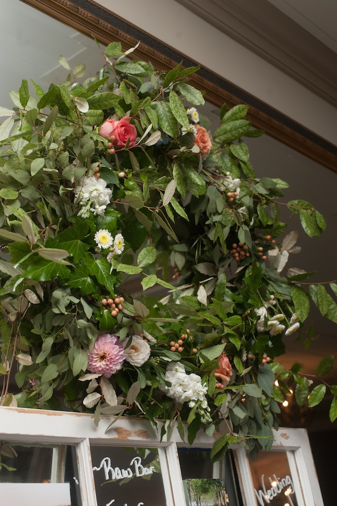 Florals by Country and Lace Florist. Image by Leigh Webber at Planter's Inn.