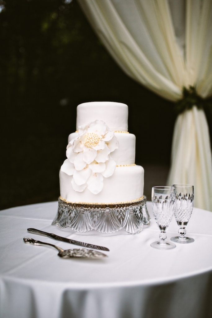 Cake by Twenty Six Divine. Image by Andrew Cebulka Photography.