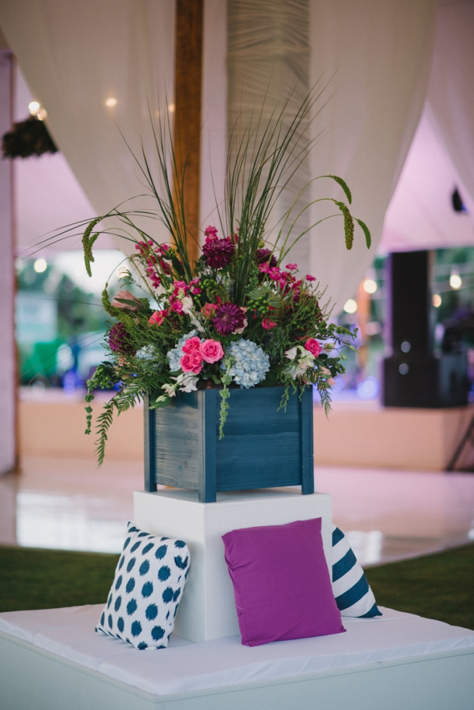 Wedding and floral design by A Charleston Bride. Photograph by Sean Money & Elizabeth Fay at the Ocean Course at Kiawah Island.