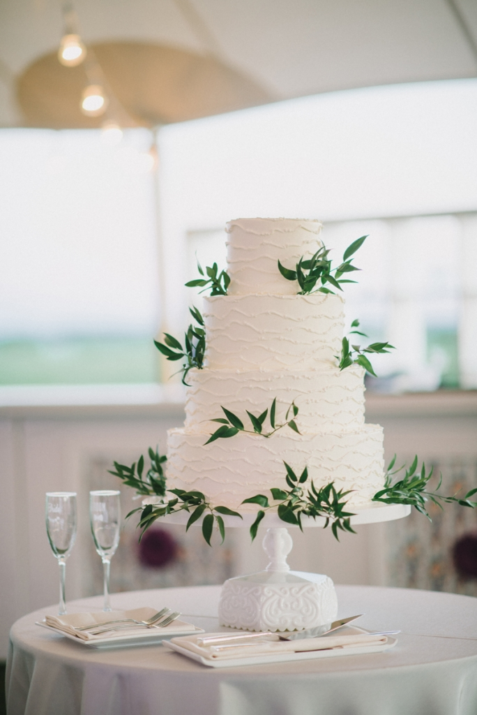 Cake by Wedding Cakes by Jim Smeal. Photograph by Sean Money & Elizabeth Fay.