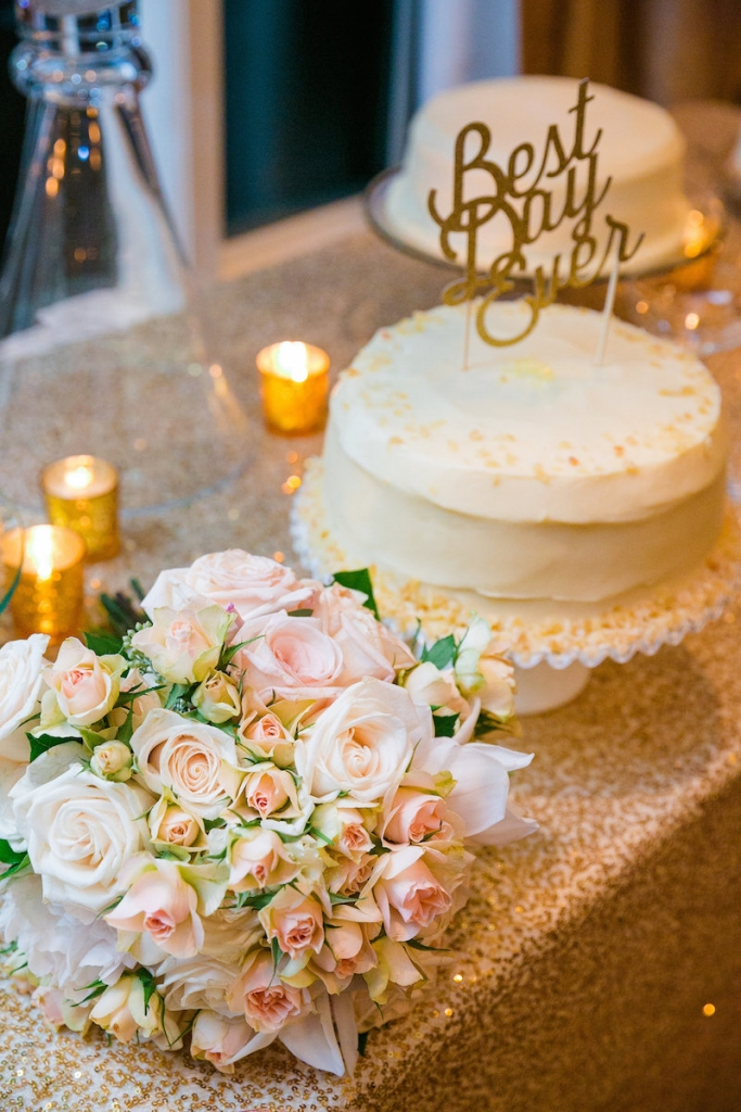 Cakeby Sugar Bakeshop. Florals by Carolina Charm. Photograph by Dana Cubbage Weddings.