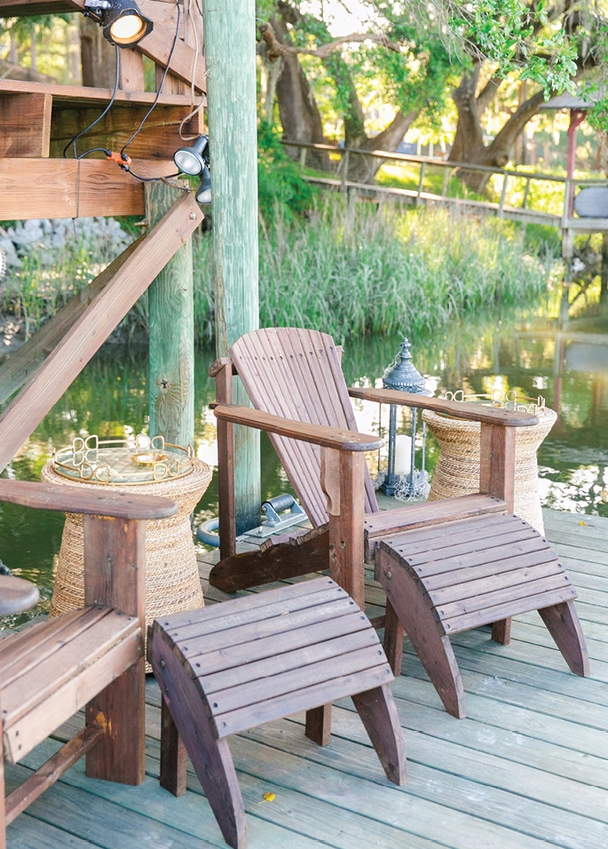 Creek Club - Give guests  gathering spots aplenty. Dress up a dock with pristine seating, side tables, and  lanterns.   <i>Photograph Dana Cubbage Weddings</i>
