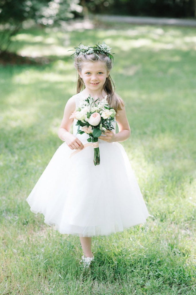 Image by Aaron & Jillian Photography. Bouquet by Wildflowers Inc.