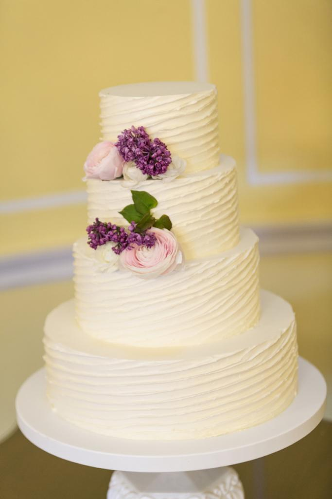 Cake by Patrick Properties Hospitality Group. Florals by Branch Design Studio. Photograph by Ellis Photo Studio.