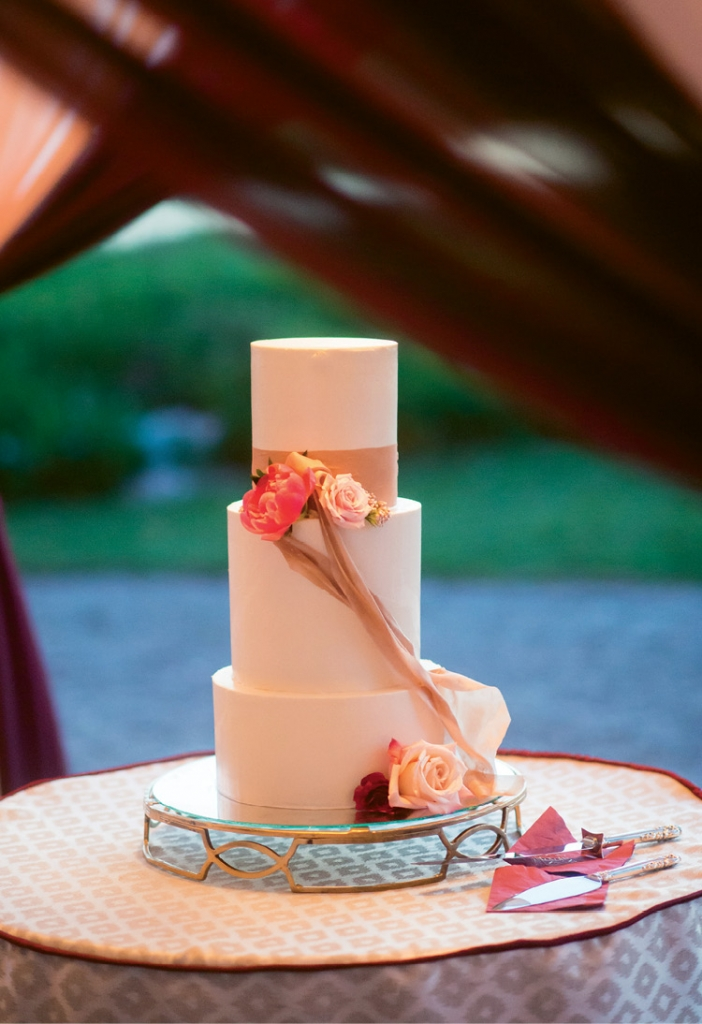 Simple ribbons adorned the cake.
