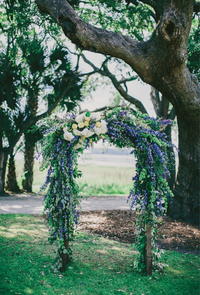 Photograph by Hyer Images. Floral arch by Loluma.
