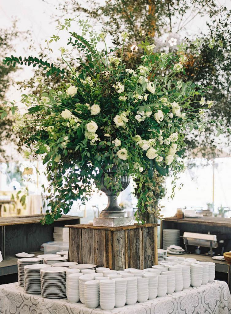 Wedding design by Calder Clark. Catering by Cru Catering. Florals by Blossoms Events. Photograph by Tec Petaja.