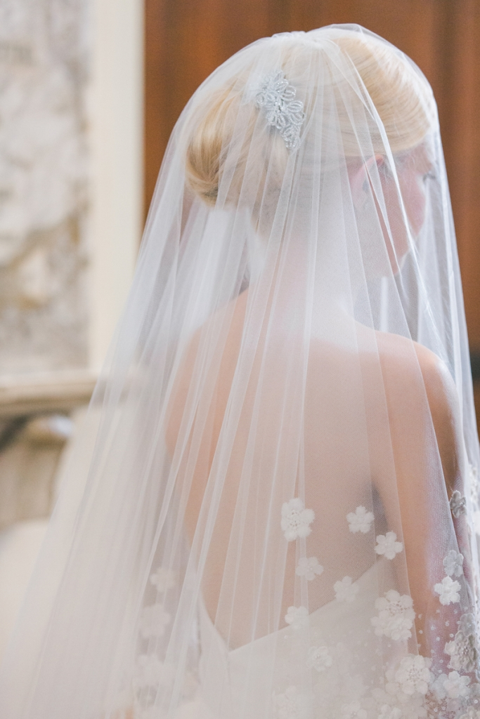 Bride's gown and veil by Oscar de la Renta. Image by Elisabeth Millay Photography.