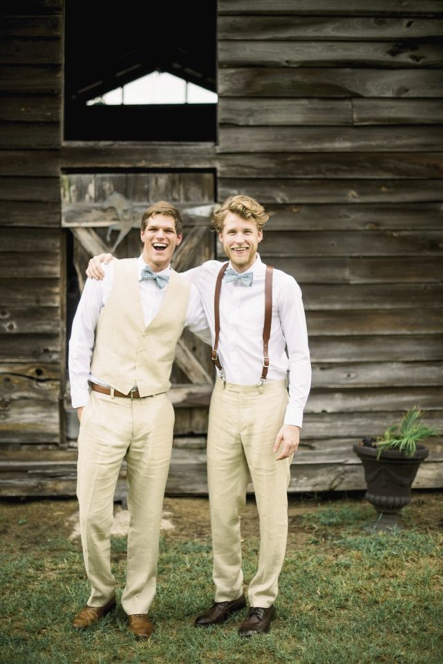 With the bucolic venue and scorching temps in mind, the couple kept dress 