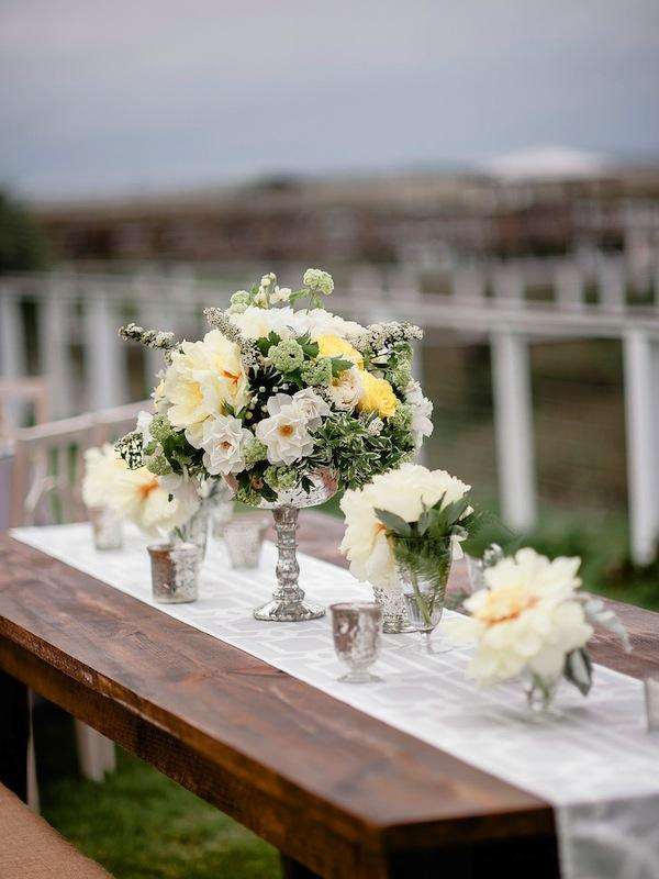Flowers by Out of the Garden. Wedding Design by Jerri Heather & Lisa Thomas of Ooh! Events. Image by Brandon Lata Photography.
