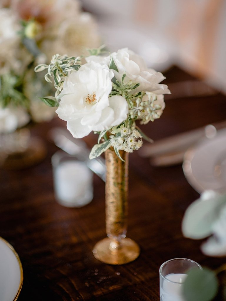Florals by Out of the Garden. Image by Brandon Lata Photography.