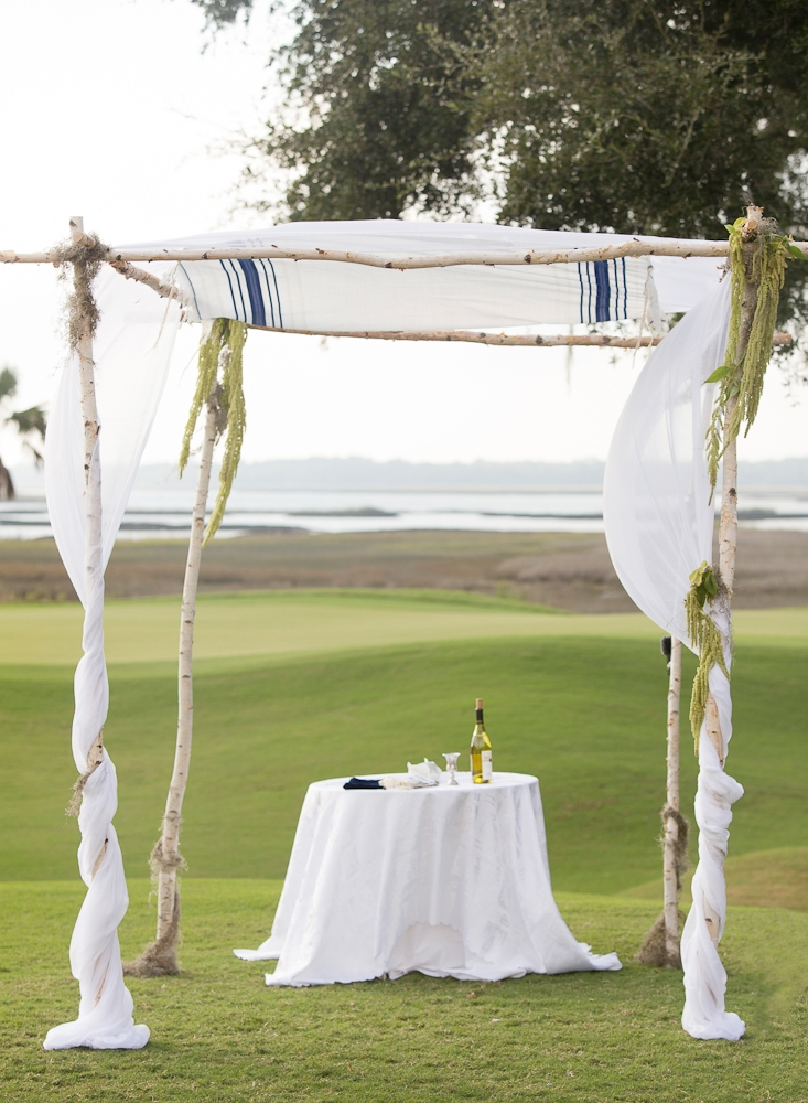 Day-of coordination, rentals and linens by River Course at Kiawah Island Club. Photograph by Captured by Kate.