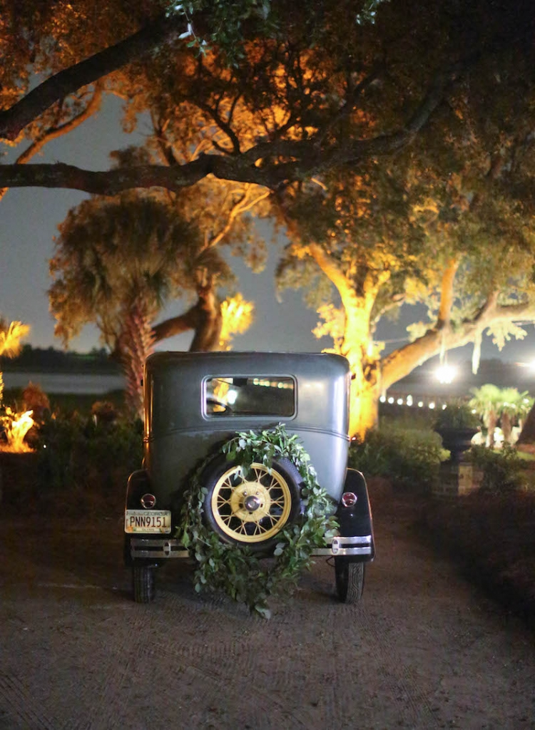 Transportation by Absolutely Charleston. Florals by Tara Guérard Soirée. Photograph by Elizabeth Messina.