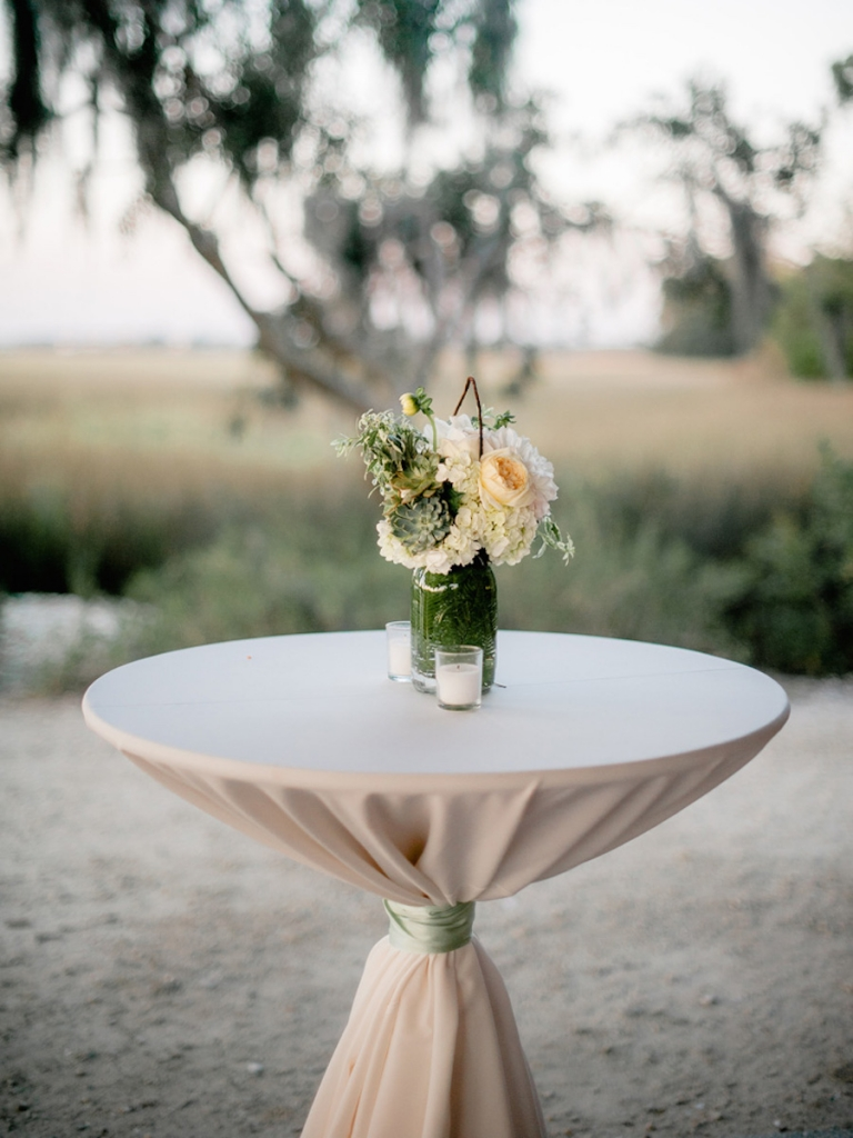Florals by Out of the Garden. Linens from Connie Duglin Specialty Linens. Image by Brandon Lata Photography.