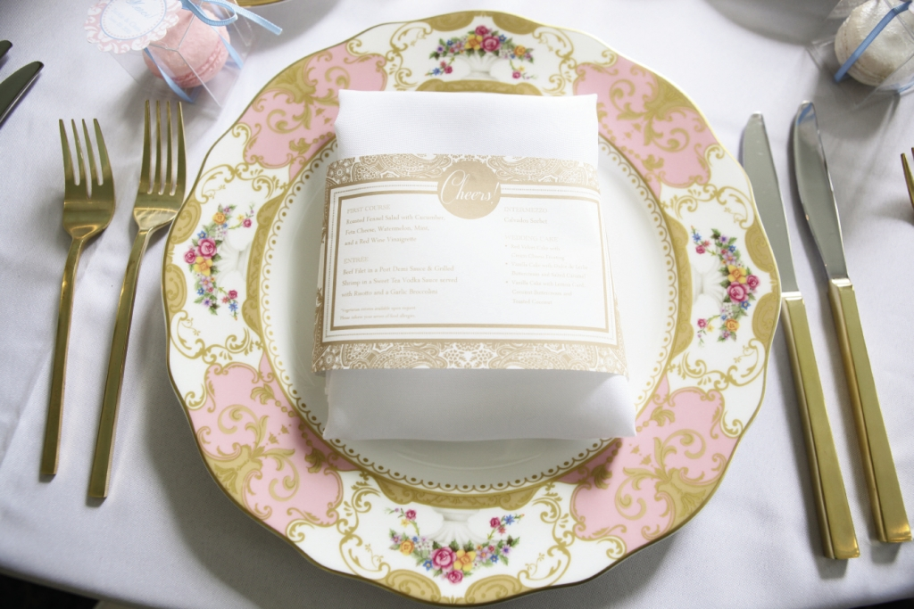 TWO-IN-ONE: Dodeline Design created a menu that doubled as a napkin ring.