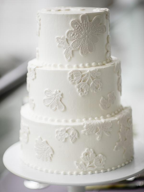 Cake by Ashley Bakery. Image by Brandon Lata Photography.
