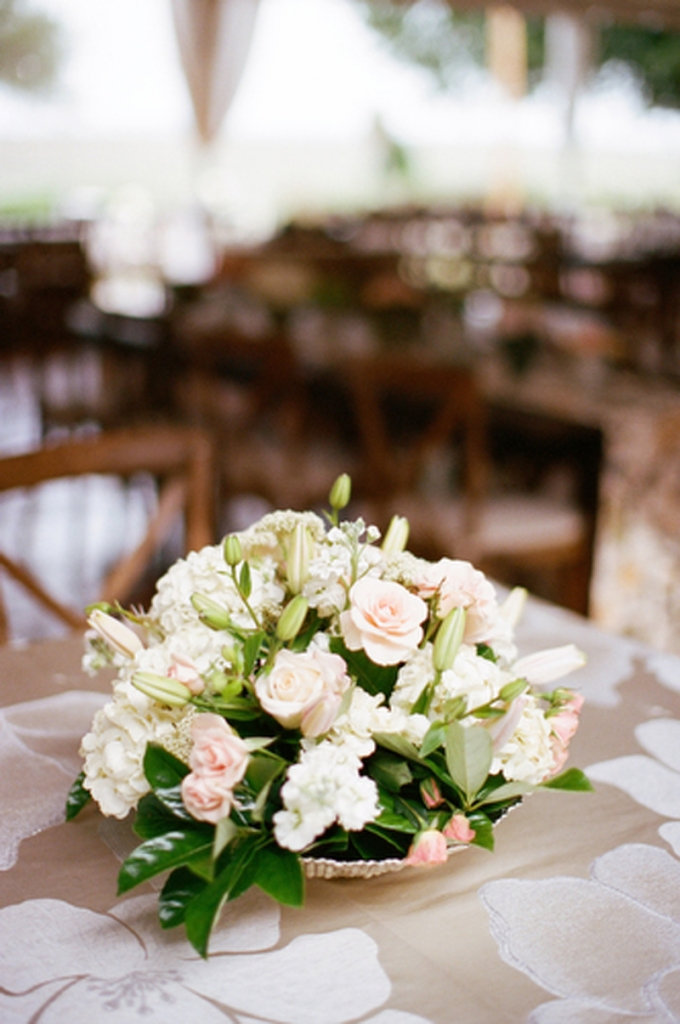 Florals by HB Stems. Linens from WED. Rentals by Ooh! Events and Snyder Events. Image by Elisabeth Millay Photography.