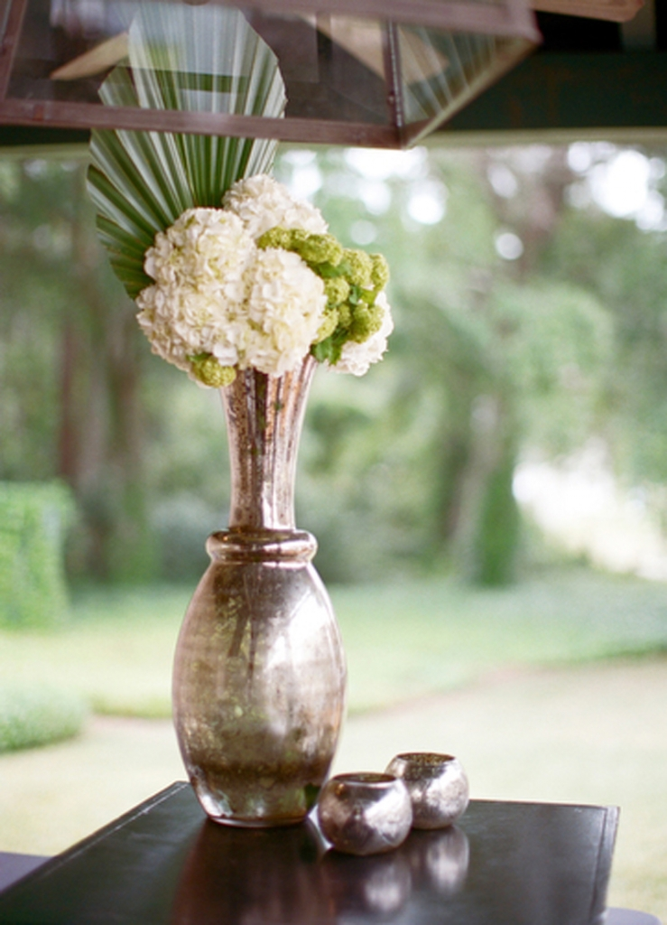Florals by HB Stems. Specialty décor from WED. Image by Elisabeth Millay Photography.