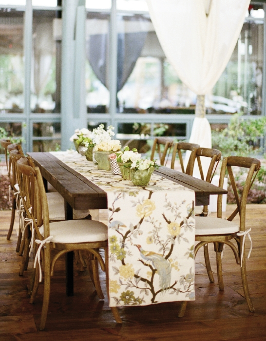 The bird-and-branch fabric runners tied the day's color palette and nature-meets-elegance style together.