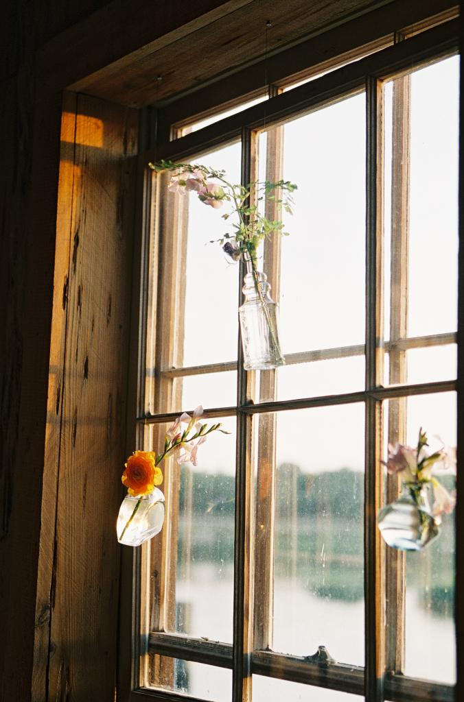 EASY DOES IT: Single blooms in simple glass jars offered easy décor inside the Cotton Dock.