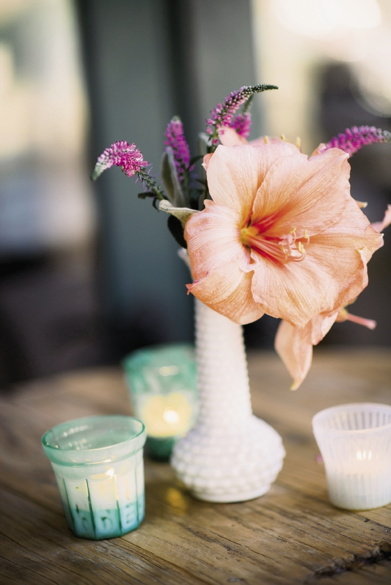 CENTERPIECE MAGIC: Whitney accented coral amaryllis blooms with perky sprigs of pink veronica.