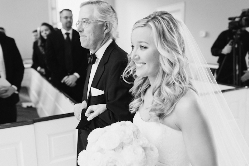 Bridal gown and veil by Vera Wang, available in Charleston through Maddison Row. Bouquet by Tara Guérard Soirée. Image by Corbin Gurkin at The First Baptist Church of Charleston.