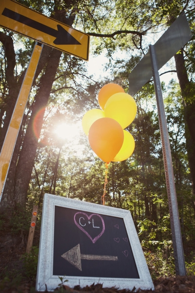 ROADSIDE WELCOME: A chalkboard sign and balloons directed guests to the wedding venue.