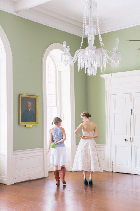 And here we go again. Love that Modern Trousseau tea-length frock! Image by Corbin Gurkin Photography.