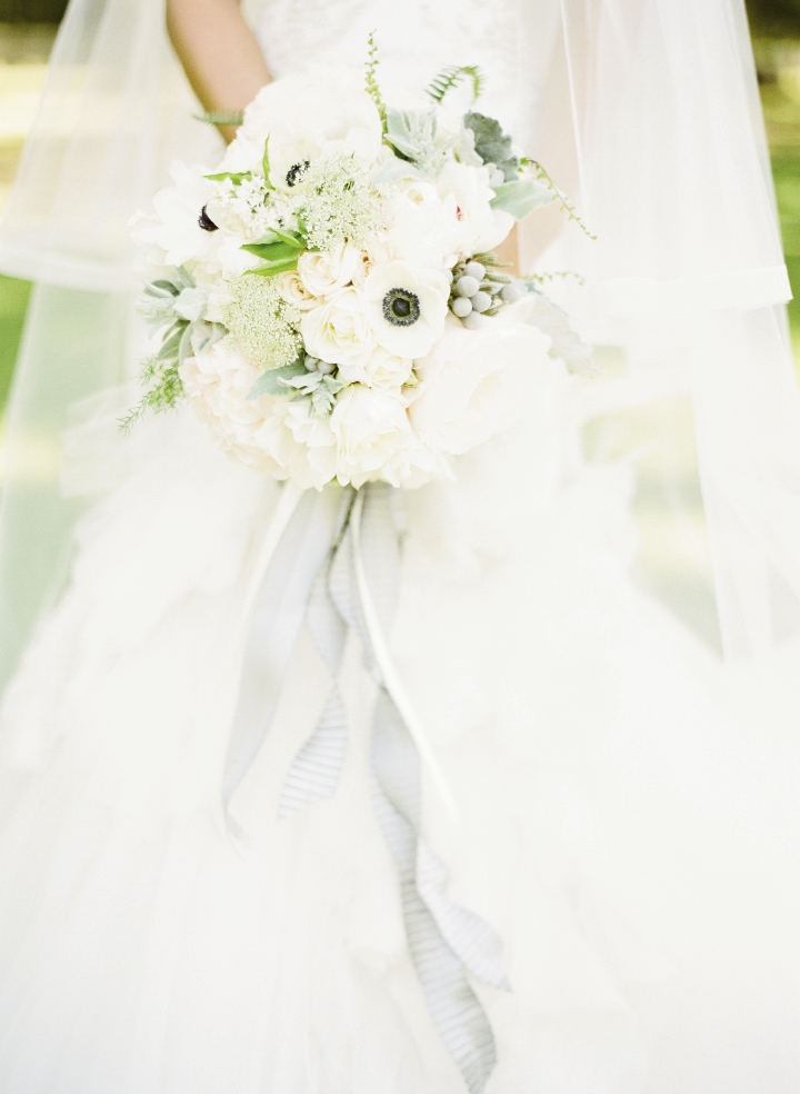 Bouquet by Charleston Stems. Image by KT Merry Photography.