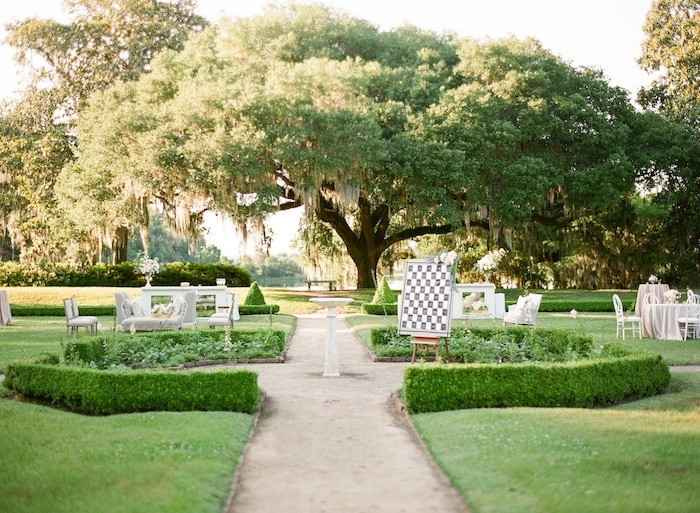Wedding design by Karson Butler Events. Florals by Charleston Stems. Image by KT Merry Photography at Middleton Place.