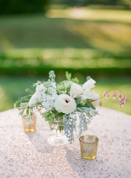 Florals by Charleston Stems. Linens from La Tavola. Image by KT Merry Photography.