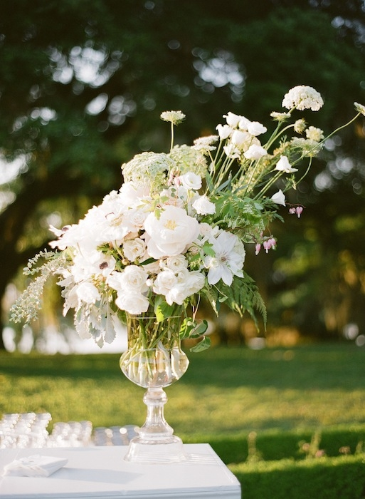 Florals by Charleston Stems. Image by KT Merry Photography.