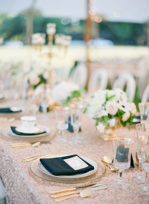 Wedding design by Karson Butler Events. Florals by Charleston Stems. Linens by La Tavola. Wedding design by Karson Butler Events. Image by KT Merry Photography.