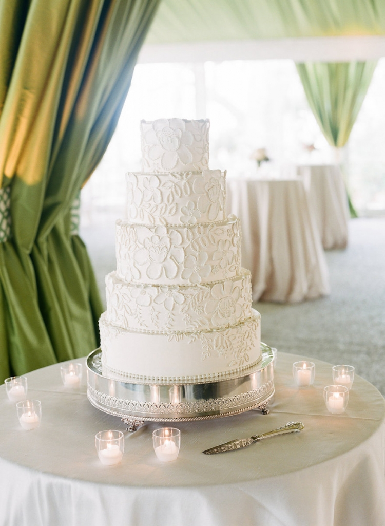 Photograph by Corbin Gurkin. Cake by Wedding Cakes by Jim Smeal.
