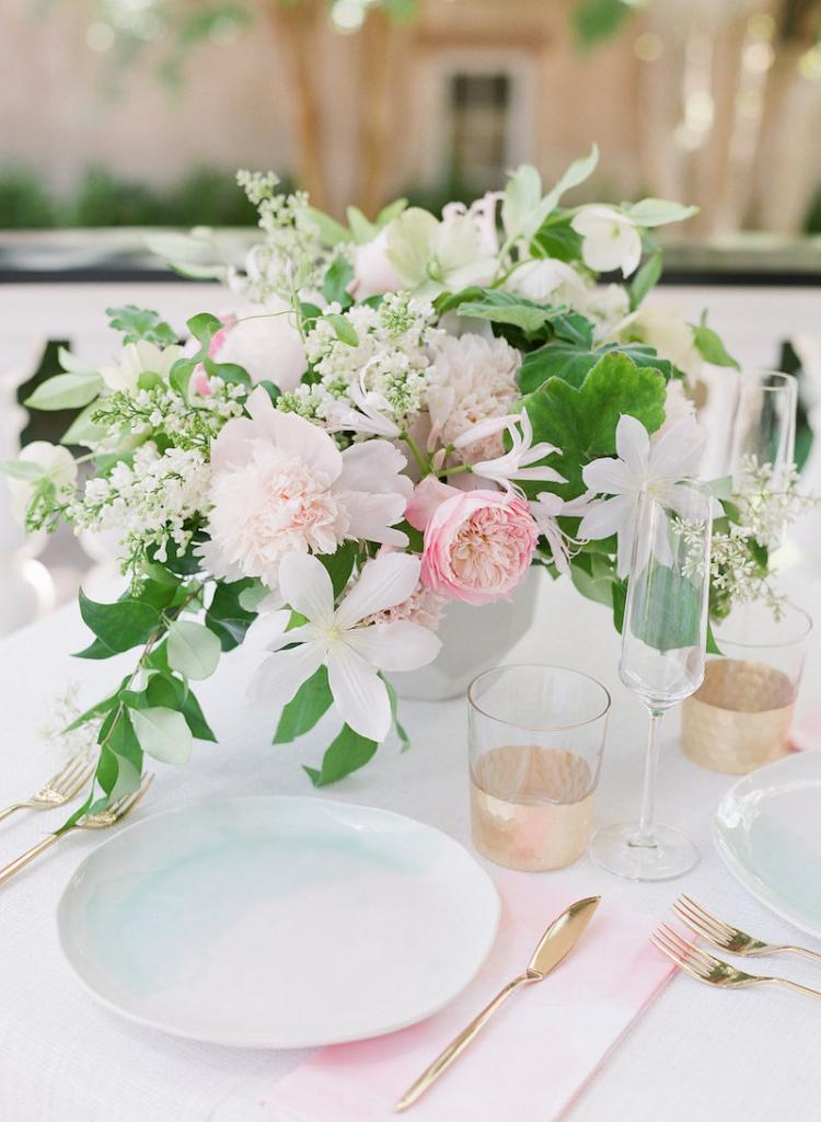 Wedding design by Kristin Newman Designs. Florals by Gathering Floral + Event Design. Plates from Suite One Studio. Glassware and flatware from Snyder Event Rentals. Linens from La Tavola. Photograph by Corbin Gurkin.