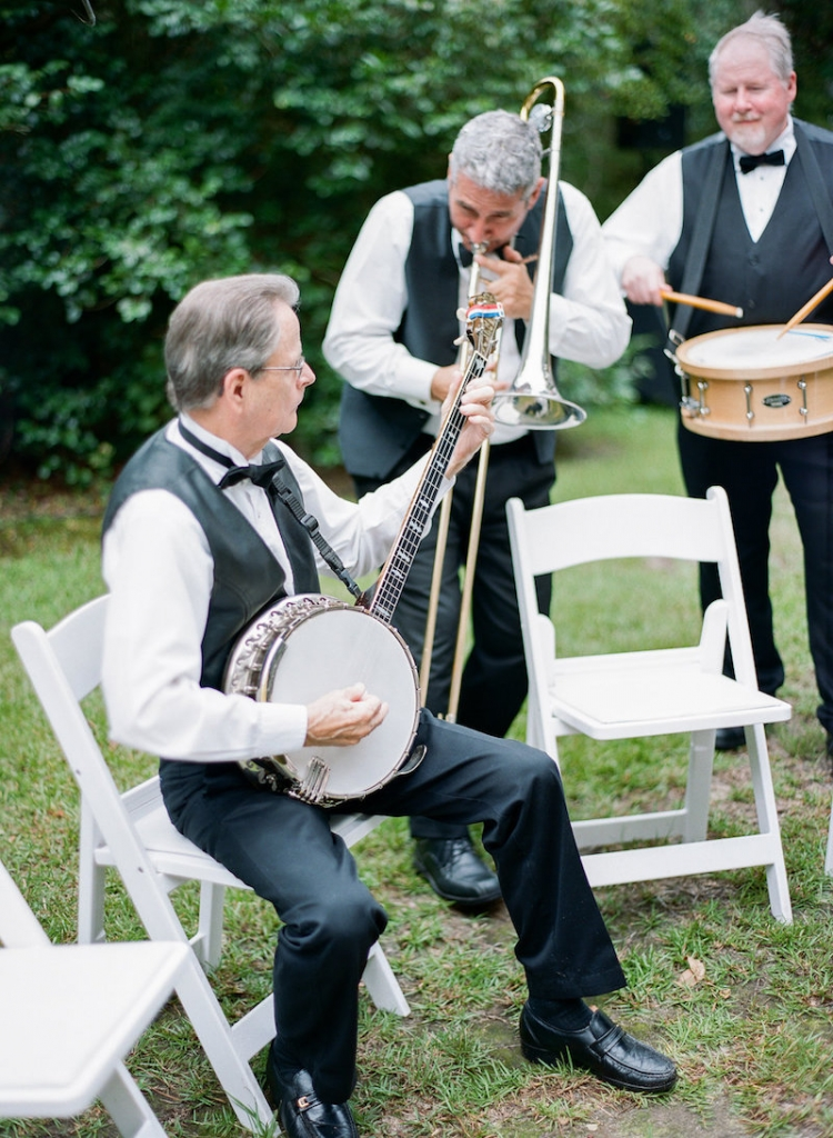 Ceremony music by the Bob Williams Duo. Photograph by Marni Rothschild Pictures at the Legare Waring House.