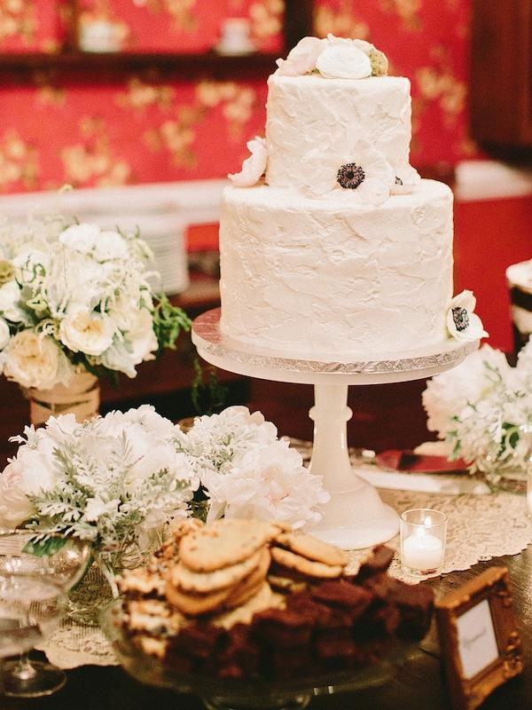 Cake by Kathy and Company. Florals from FiftyFlowers.com. Image by Amy Arrington Photography at Old Wide Awake Plantation.