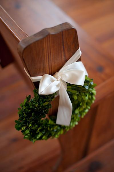 RING AROUND THE POSIE: Boxwood wreaths tied with cream-colored silk ribbons wove the receptions preppy palette into the ceremony