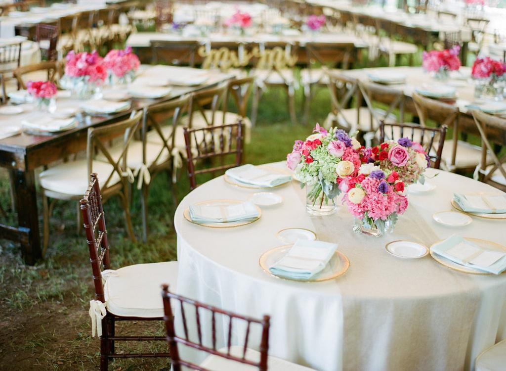 Event and floral design by Engaging Events. Tabletop and furniture rentals from EventWorks. Linens by BBJ Linen. Photograph by Marni Rothschild Pictures at the Legare Waring House.
