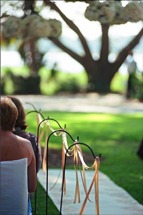 FLOWING FANCY: Yards of champagne-colored ribbon adorned the aisle—an inexpensive, traditional-looking touch.