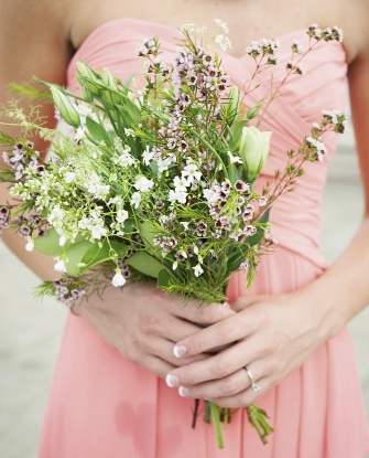 To keep things casual, bridesmaids carried bundles of baby's breath, lisianthus, oleander, and waxflower rather than neat, tidy bouquets.