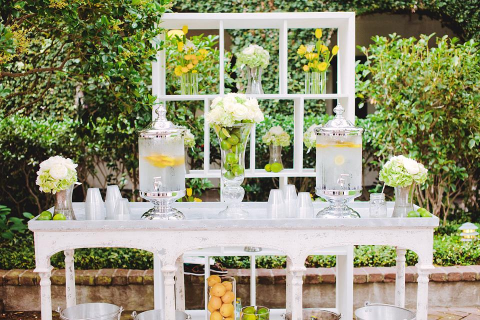GOOD ENOUGH TO EAT: Granny Smith apples and oranges added a fresh, colorful effect to the reception décor.